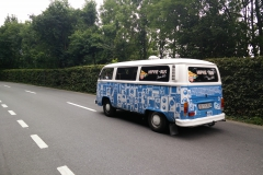 Blau-weißer Hippie Bus